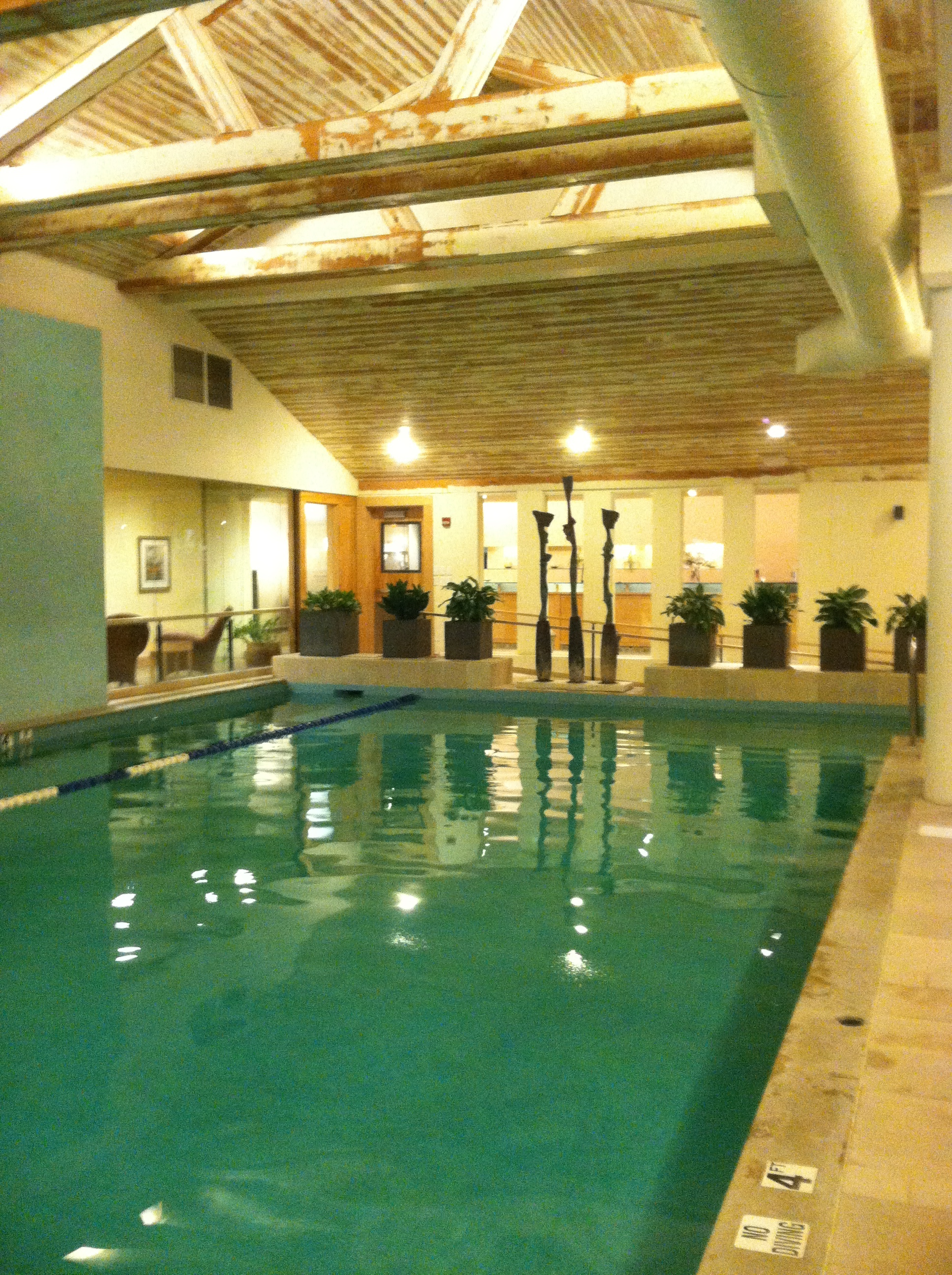 The indoor pool at Topnotch Resort